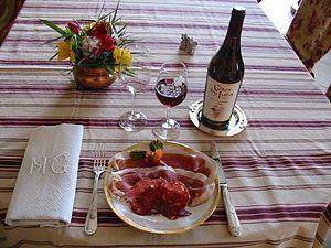 Assiette de jambon cru et saucisson du Jura