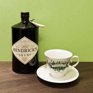 English: A 1-litre bottle of Hendrick's Gin wi...