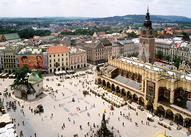 Ficheiro:Krakow rynek 01.jpg