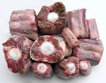 English: Oxtail for making bouillon/soup.