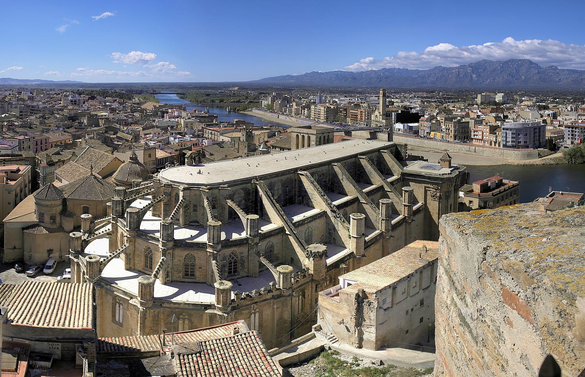 Vue de la cathédrale de Tortosa qui occupe le site de l'ancienne mosquée.