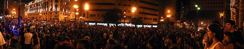 Foto da Virada Cultural de 2007, tirada por Silvio Tanaka.