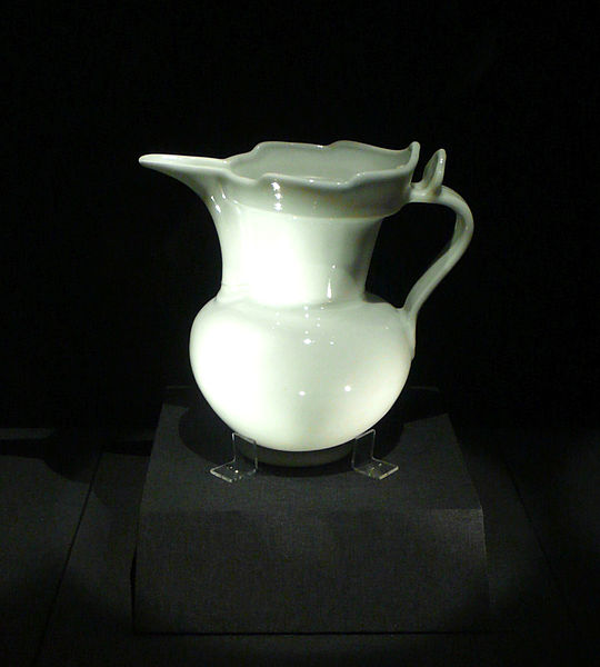 File:White pitcher.JPG