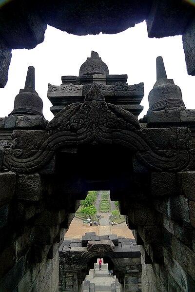 File: lapisan Borobudur pintu .JPG