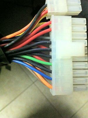 English: Standard 24-pin ATX power connector