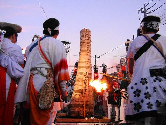 In the first torch ignition Otabisho, Yoshida Fire Festival B.JPG