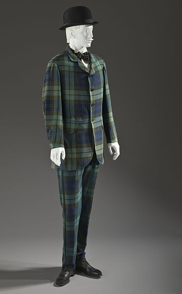 Istorija odevnih predmeta - Page 7 372px-Man%27s_two-piece_lounge_suit_1875-1880