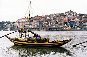 The typical rabelo boat and Porto historical d...