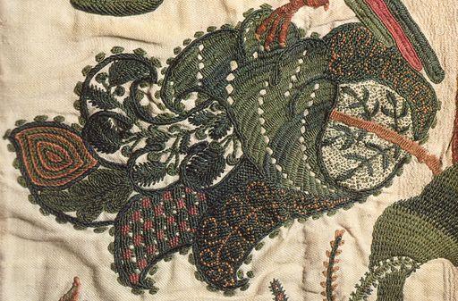 Crewel curtain c 1696 England leaf detail