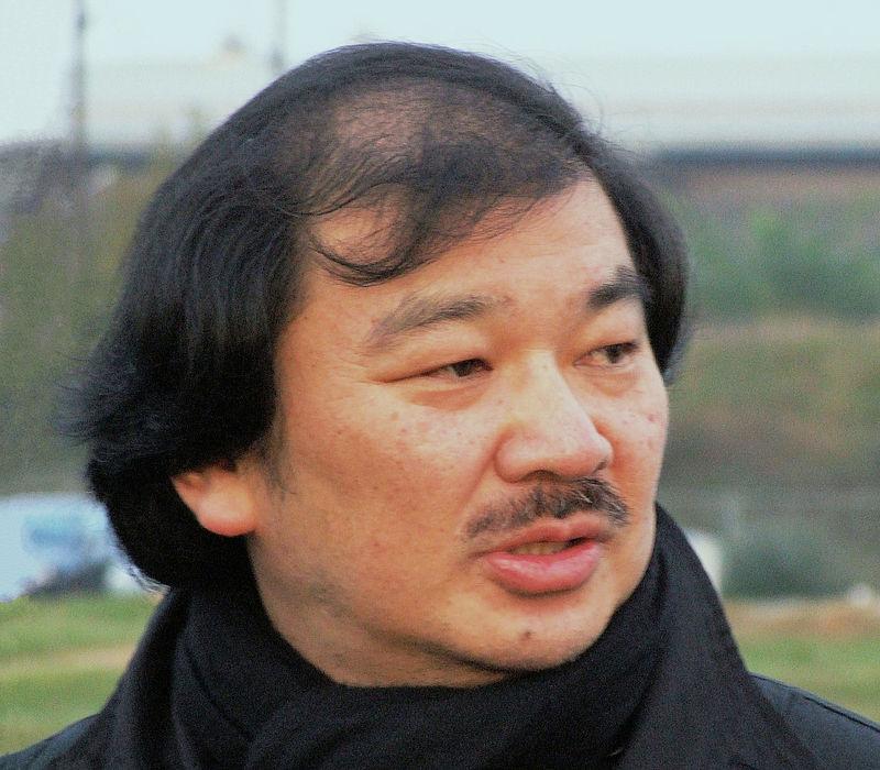 Shigeru Ban en 2005 durante el acto de colocación de la primera piedra en el Centro Pompidou-Metz.