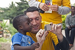 https://i2.wp.com/upload.wikimedia.org/wikipedia/commons/thumb/a/a8/US_Navy_110818-N-XK513-070_A_Sailor_shares_photos_with_a_Ghanaian_child.jpg/256px-US_Navy_110818-N-XK513-070_A_Sailor_shares_photos_with_a_Ghanaian_child.jpg