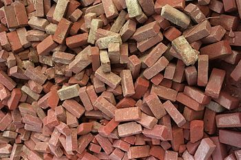 English: Pile of bricks