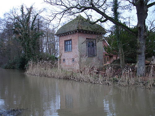 https://i2.wp.com/upload.wikimedia.org/wikipedia/commons/thumb/a/a9/John_Donne_house_Pyrford.jpg/500px-John_Donne_house_Pyrford.jpg