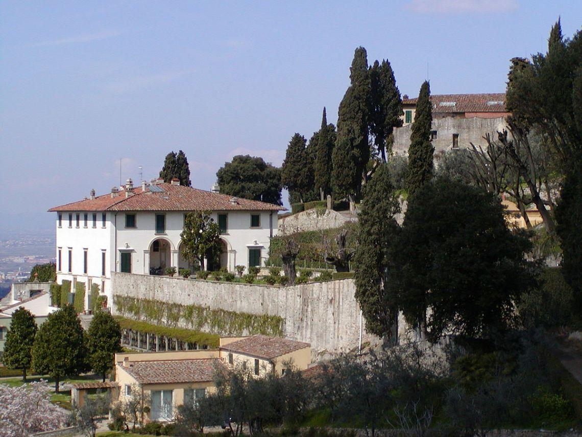 16th Century French Home - 1200px-Villa_Medici_a_Fiesole_1_Great 16th Century French Home - 1200px-Villa_Medici_a_Fiesole_1  Pic_39258.jpg