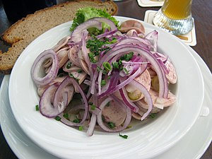 English: German Sausage Salad Deutsch: Wurstsalat