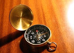 English: A compass. Español: Una brújula.