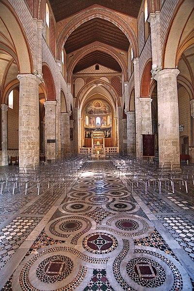 File:Cattedrale di Anagni. Interno.jpg