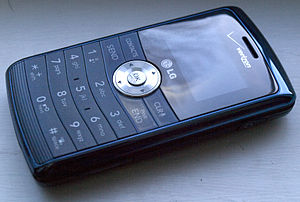 Front view of a closed Verizon Wireless LG EnV...