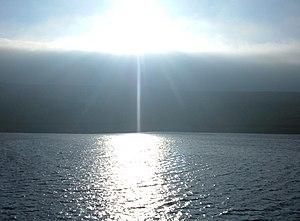 English: Staring straight into the shining sun...