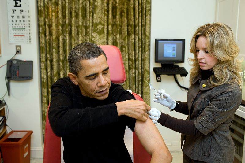 ચિત્ર:A nurse vaccinates Barack Obama against H1N1.jpg