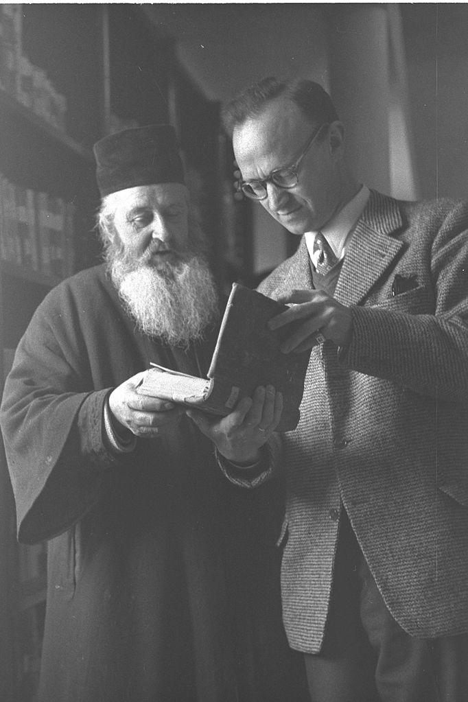 https://i2.wp.com/upload.wikimedia.org/wikipedia/commons/thumb/a/ab/Archimandrite_Christophoros_-_Gerard_Garitte_1957.jpg/682px-Archimandrite_Christophoros_-_Gerard_Garitte_1957.jpg