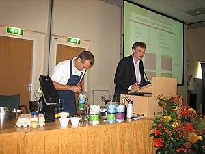 Cook Eke Mariën (left) and chemist Jan Groenew...