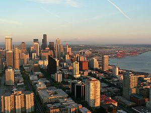 English: A view of Downtown Seattle (and, beyo...