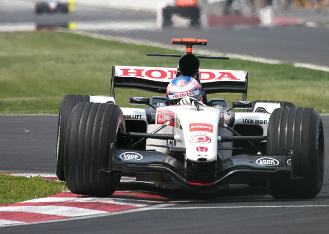 https://i2.wp.com/upload.wikimedia.org/wikipedia/commons/thumb/a/ab/Jenson_Button_2005_Canada_2.jpg/640px-Jenson_Button_2005_Canada_2.jpg