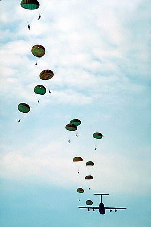 English: United States Army paratroopers train...