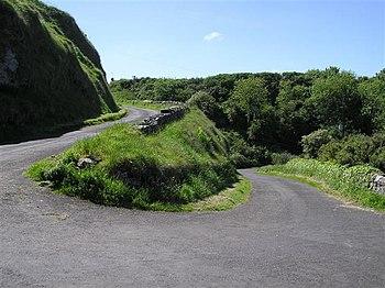 English: Winding road, Portbraddan Looking west
