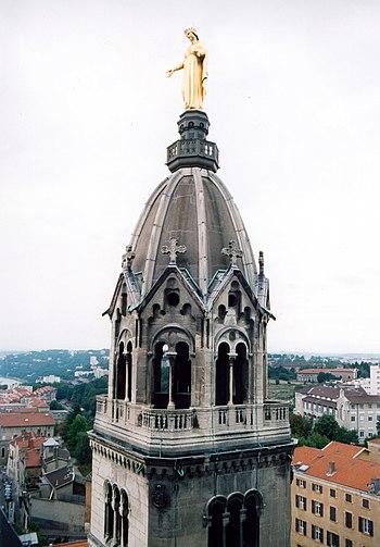 Français : Lyon Toit de Notre-Dame de Fourvièr...