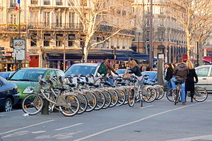 Paris, France : station Velib (bike hire servi...