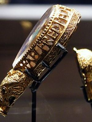 The Alfred Jewel, a piece of ninth-century Ang...