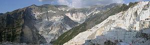 Panoramica delle cave di marmo a Carrara