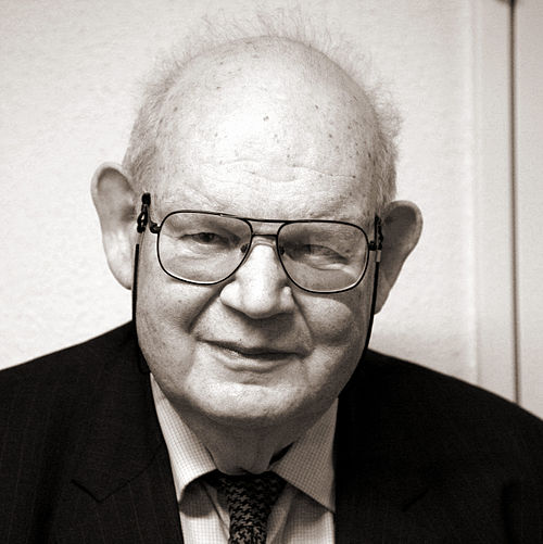 Benoît Mandelbrot (courtesy of Rama via Wikimedia Commons)