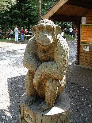 English: Chimpanzee sculpture, 'Going Ape', Ha...