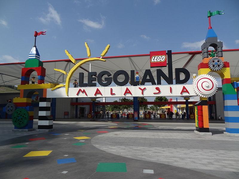 File:Entrance Legoland Malaysia.jpg