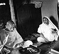 Γκάντι και Kasturba seated.jpg