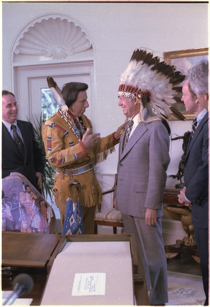 "File:Jimmy Carter with ""Iron Eyes"" Cody, Cherokee Indian - NARA - 179013.tif"