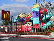 220px McDonald%27s with Prominent Playland - O primeiro McDonald's do Comunismo?