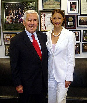Senator Richard Lugar meeting with actress Ash...
