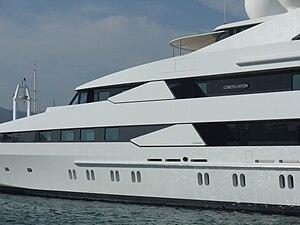Français : Le mega-yacht Constellation, constr...