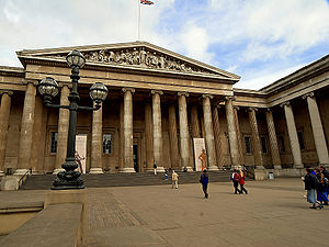 English: The Entrance to the british museum in...