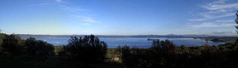File:Panoramica lago bolsena.jpg