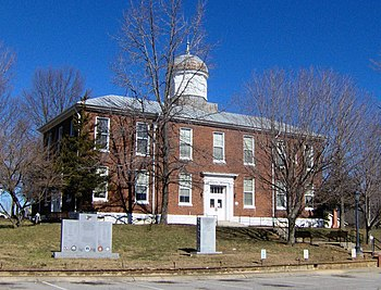 Dickson County Courthouse in Charlotte