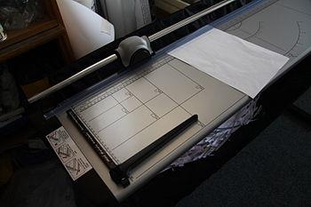 Large format paper cutter