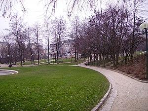 Parc-Georges-Brassens-avec-marche-aux-livres
