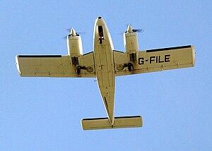 English: Piper Seneca PA-34 at Bristol Airport...