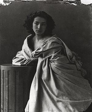 English: Sarah Bernhardt, portrait by Nadar (d...