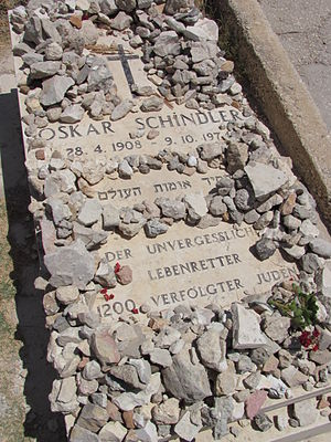English: Close-up of grave of Oskar Schindler ...